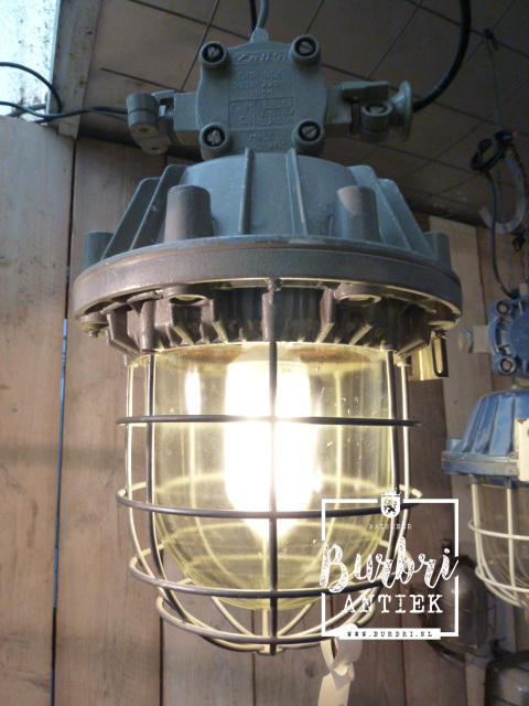 A lot difference industrial industrial lamps from old for Lampen industrial