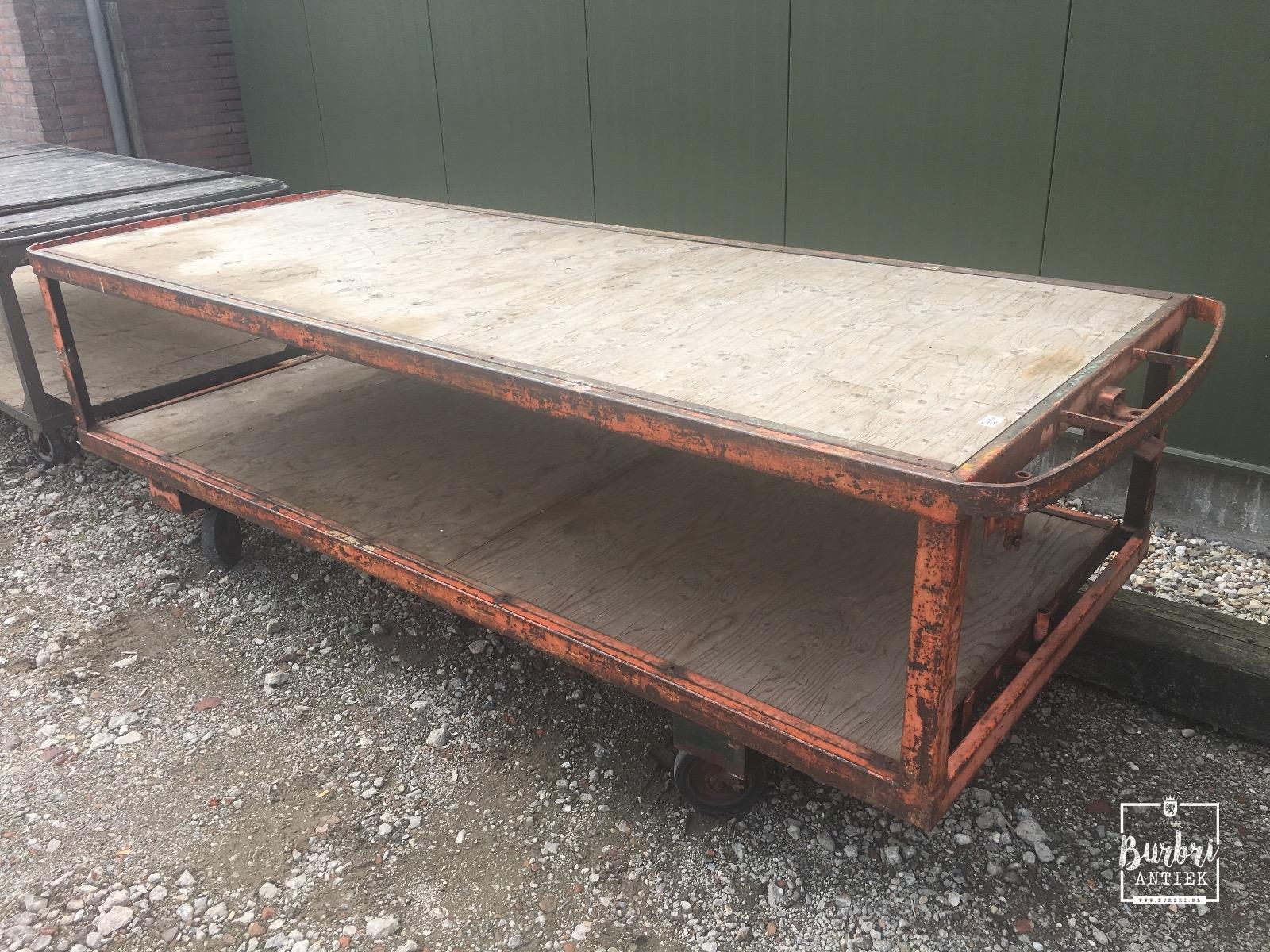 Industrial big industrial worktable on wheels antieke tafels