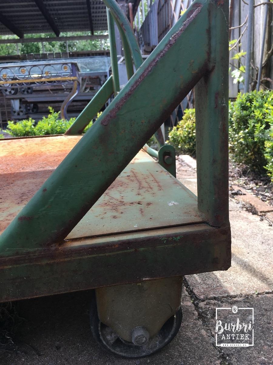 Industriele Tafel Met Wielen.Industrial Table On Wheels Karren Industrieel Burbri