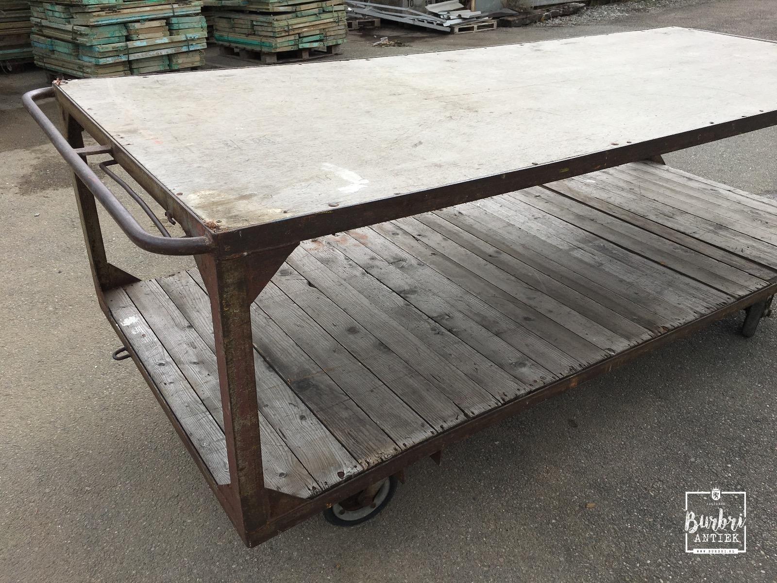 Industrial table on wheels antieke tafels winkelinrichtingen