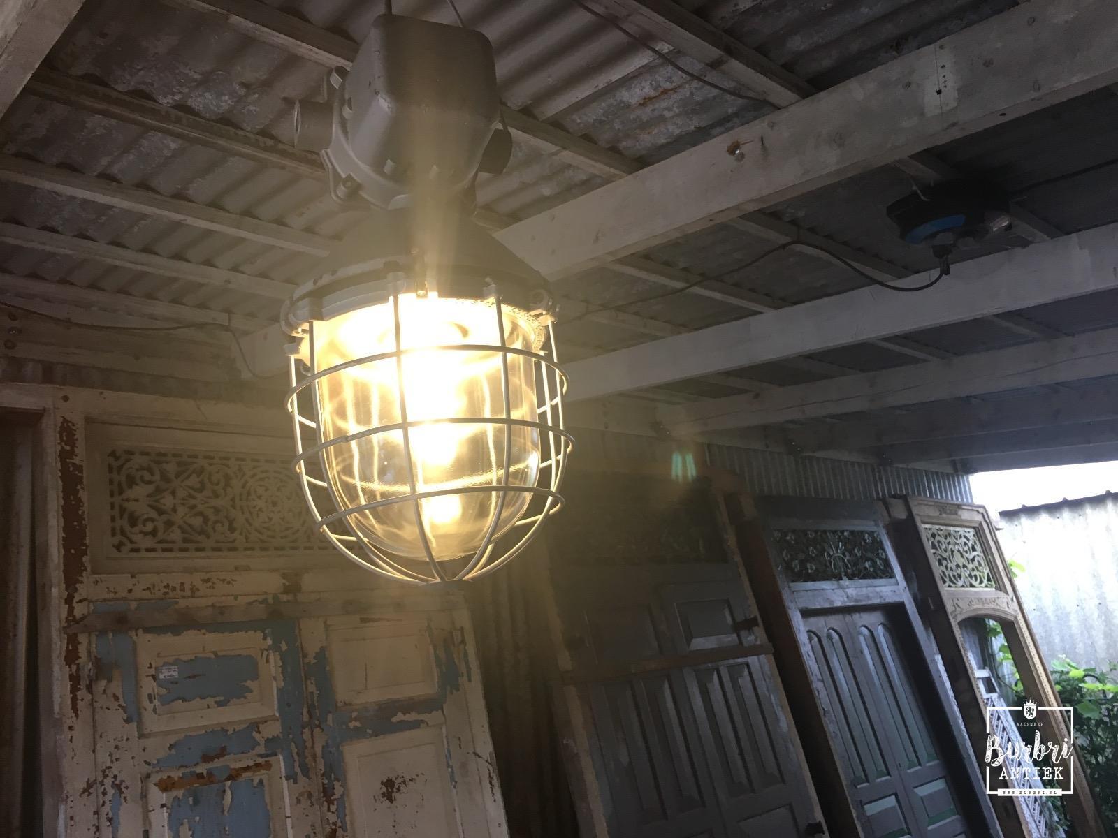 Lampen industrieel industri le hang lampen industri le for Lampen en verlichting