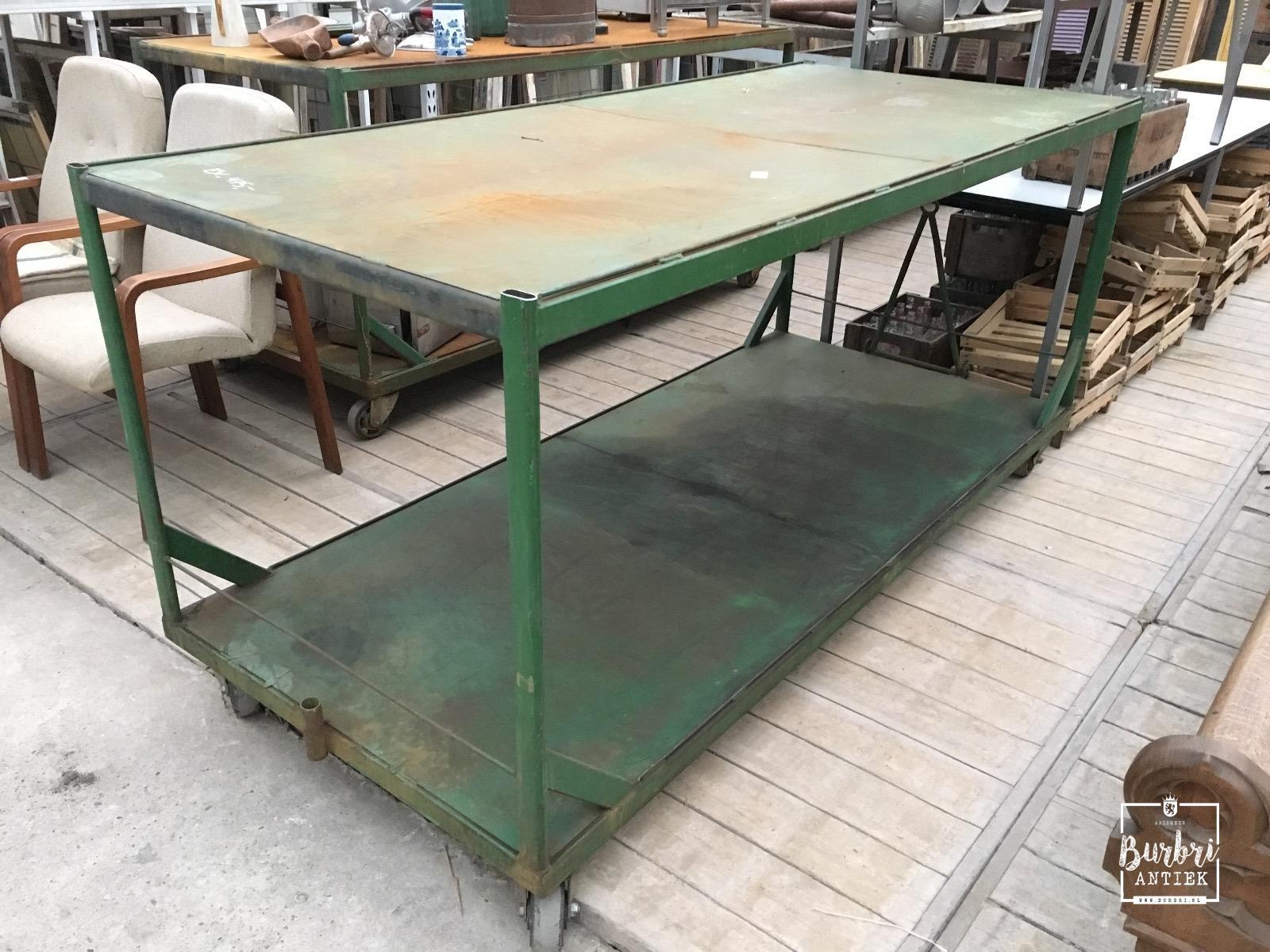 Oude Industriele Tafel.More Avaible Shop Fitting Industrial Table Karren Industrieel